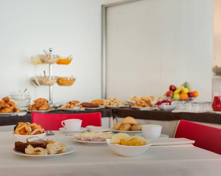 Sweet and savory products in the breakfast buffet of the BW Hotel San Marco in Siena